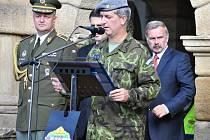 Zdeněk Macháček (uprostřed) na archivním snímku