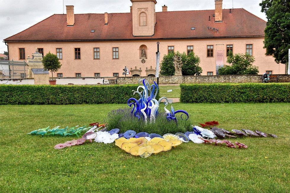 Významný český sklář Jiří Pačinek vystavuje svá díla v Litomyšli u zámku i hotelu Aplaus.