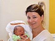 JAKUB CHALOUPKA. Narodil se 21. června Zuzaně Tušlové a Martinu Chaloupkovi ze Svitav. Měřil 49 centimetrů a vážil 3,2 kilogramu.