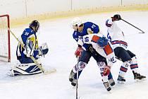 I druhé vzájemné měření sil mezi hokejisty Litomyšle (v bílém) a Skutče bylo pouze otázkou výše konečného skóre.