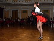 Dobový benefiční ples.