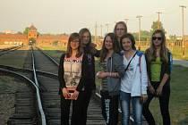 Žáci základní školy navštívili Osvětim a tábor Březinka.