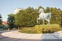 VIZUALIZACE možného umístění sochy koně v Litomyšli na kruhovém objezdu.