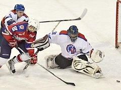 Trápení litomyšlských hokejistů (v bílém) pořád nechce vzít konce. Doma proti Hlinsku propadli v první třetině.