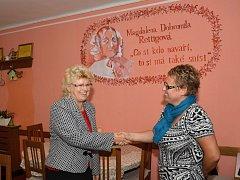 Užitečné informace si předaly Ludmila Benešová (vlevo) a Alena Fiedlerová. Hodlají ve spolupráci pokračovat.