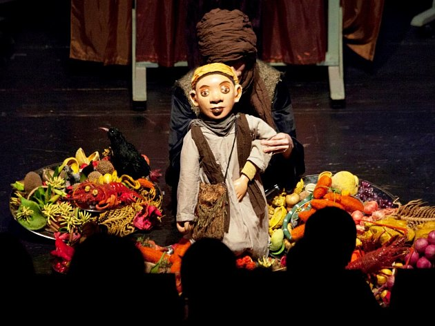 PESTROST. Tak by se jedním slovem dalo charakterizovat pohádkové představení pro děti a dospělé.