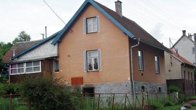 V tomto domku v Bělé nad Svitavou se narodil Hubert Heger.