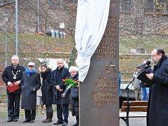 PAMĚTNÍ  STÉLA v Litomyšli připomíná výročí sedmdesáti let od násilné deportace Židů z města. O památníku se diskutovalo v Litomyšli  několik let. Stéla byla odhalena 3. prosince 2012.
