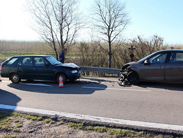 Boční střet dvou osobních motorových vozidel.