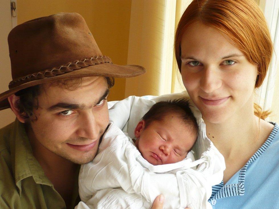 Na syna Dominika se přišel do porodnice podívat tatínek David Janisch. Ten asistovat 28. září mamince Pavlíně Racíkové u porodu a společně přivedli na svět svého prvorozeného syna. Doma bude v České Třebové.