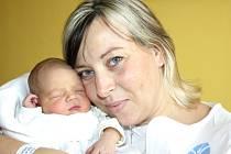 ALEXA SVOBODOVÁ. Holčička se narodila 11. října v 19.18 hodin. Vážila 3,23 kilogramu a měřila 52 centimetrů. Tatínek Miloš byl mamince Ivoně u porodu oporou. Rodiny bydlí v Pomezí.