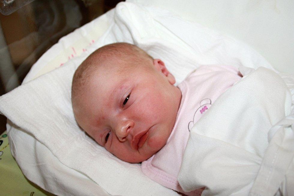 ANNA ŠTAUDOVÁ. Rodiče Anna a Josef z Trpína se od 18. listopadu těší z dcerky. Malá Anička při porodu vážila 3,38 kilogramů a měřila 49 centimetrů. Ze sestřičky se raduje i bráška Josífek.