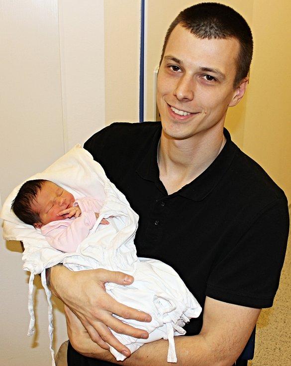 Viktorie Trnková přišla na svět 20. prosince v 17.38 hodin. Vážila tři kilogramy a měřila 48 centimetrů. S rodiči Andreou a Lukášem bude vyrůstat v Poličce.