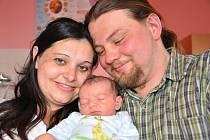 MATYÁŠ ŠTURSA.  Manželé Denisa a Pavel přivedli na svět  v Litomyšlské nemocnici v úterý 20. dubna v osm hodin syna Matyáše. Vážil 3,55 kilogramu a měřil  půl metru. Se sourozenci Bárou a Jakubem bude vyrůstat ve Vraclavi.