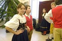 Fašank neboli masopust. Krojovaná mládež takto zatancovala na fašanku německé menšiny v muzeu v Moravské Třebové.