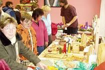 KLIENTI STŘEDISKA pro  osoby  s mentálním postižením dosud prezentovali své výrobky na tematických prodejních výstavách.