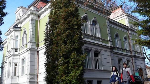 Jedna z nejstarších vil ve Svitavách získala novou fasádu.