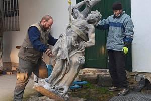 Originály soch jsou na Svojanově.