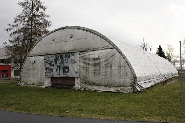 Svitavská radnice chce po letech kompletně rekonstruovat víceúčelovou halu pro tělocvičné hodiny dětí. Opravy mají vyjít na téměř 35 milionů korun.