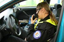 USMĚVAVÁ Eva Graciasová obléká uniformu městské policie. V minulosti pracovala u bezpečnostní agentury.