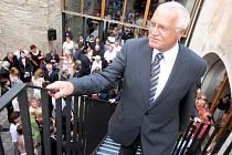 Prezident Václav Klaus otevřel expozici unikátního souboru originálů Františka Kupky zobrazujících vývoj lidstva od jeho počátku do konce devatenáctého století