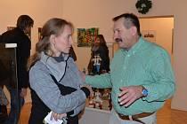 Vánoční výstava ve svitavském muzeu je letos věnovaná tvorbě Jiřího Křiklavy a Zdeňka Bukáčka z Krouny.  Malované figurky a obrazy zahřejí na duši všechny návštěvníky.