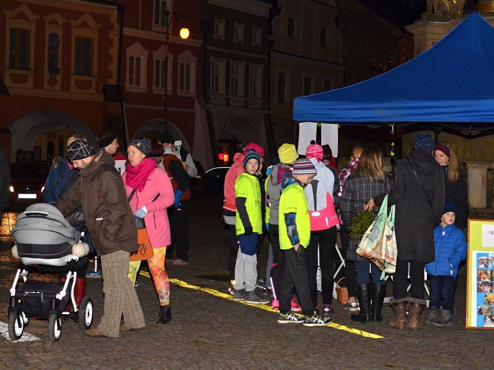 Trasa Andělského běhu vedla přes centrum Litomyšle. Děti závodily na náměstí v doprovodu anděla.