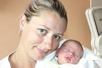 ADAM ŠUDOMA. Chlapec přišel na svět 18. srpna v 7.49 hodin. Vážil 2,86 kilogramu a měřil 49 centimetrů. S maminkou Alicí a tatínkem Jiřím bude doma v Radiměři.