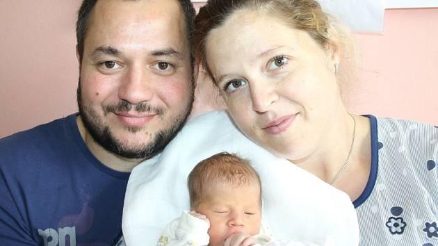 ALICE TRUHLÁŘOVÁ. Šťastní rodiče Marcela a Libor z Moravské Třebové se od 13. září 9.55 hodin radují ze své prvorozené dcerušky. Sestřičky jí po narození navážily 2,4 kilogramu a naměřily 46 centimetrů.