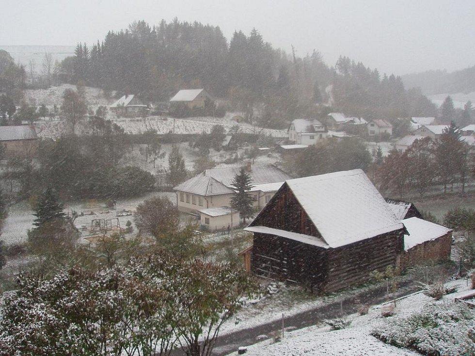 Sníh v Bělé nad Svitavou.