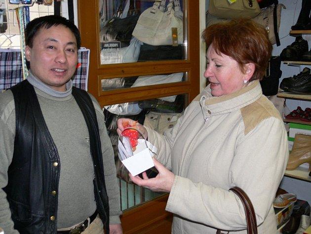 Libuše Švecová si ze svitavského obchodu odnesla dárek.