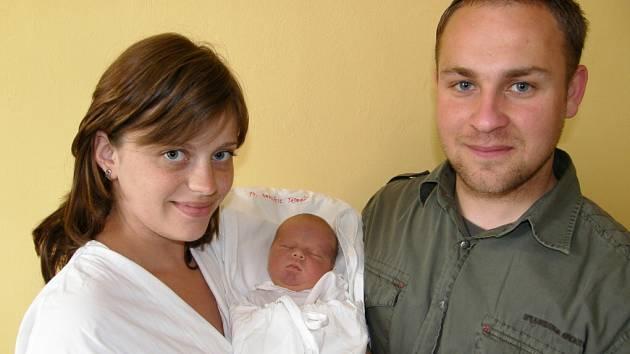 TADEÁŠ NAVRÁTIL. Prvorozený syn Anety Navrátil Kalitové a Petra Navrátila z Jevíčka přišel na svět v přítomnosti otce ve středu 13. května ve 3.55 hodin. Vážil 3,6 kilogramu a měřil 52 centimetrů.