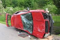 Dvacetiletý řidič z Brna v Bělé nad Svitavou ztratil vládu nad vozidlem a narazil do plotu u rodinného domu.