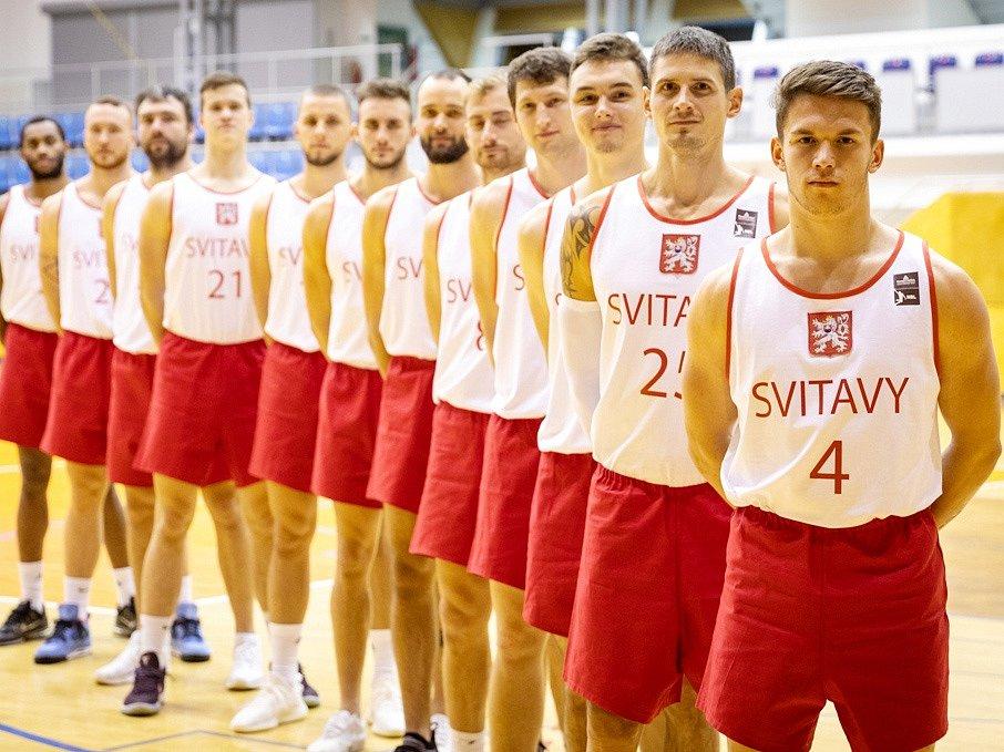 V těchto historických replikách dresů nastoupili svitavští basketbalisté proti Děčínu.