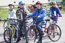 Žáci z prvních až pátých tříd ze Základní školy v Brněnci si v pátek prověřili znalosti pravidel silničního provozu.