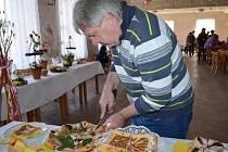 Do třetího ročníku soutěže o nejlepší koláč letos přihlásilo své voňavé moučníky celkem šest hospodyněk, pět z Banína a jedna z Bohuňova.