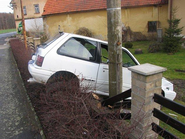 Úterní havárie na silnici II. třídy v Bohuňovicích.