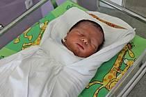 ADAM ŠTĚRBA se narodil 23. března ve 20.17 hodin. Vážil 3,3 kilogramu a měřil půl metru. S rodiči Monikou a Janem bude vyrůstat v Rudolticích.