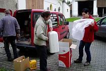 Lidé ze Svitavska pomáhají zatopeným na Moravě.