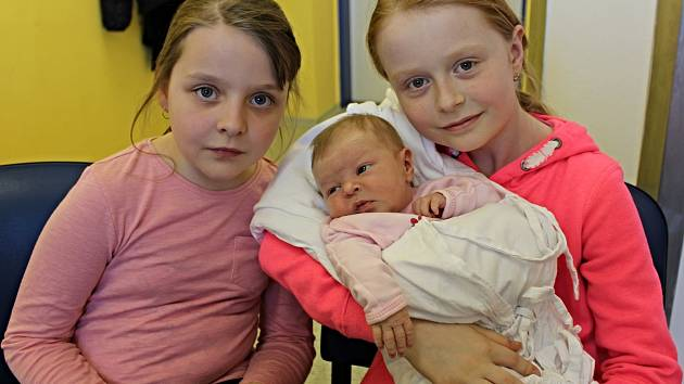 TEREZA KRŠKOVÁ přišla na svět 13. dubna v 5.38 hodin. Vážila 3,64 kilogramu a měřila 51 centimetrů. Vyrůstat bude v Bystrém s rodiči Ludmilou a Jaroslavem. Na malou sestřičku se těšily Karolínka a Lucinka.
