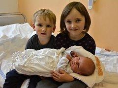 TIMOTEJ VOMOČIL. Narodil se 7. března Martě a Petrovi z Desné. Měřil 51 centimetrů a vážil 3,4 kilogramu. Má sourozence Sáru, Samuela a Miriam.