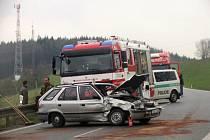 U Březové nad Svitavou se v sobotu 19. dubna odpoledne srazila dvě auta.