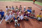 BUDOUCNOST kopané v Dolním Újezdu – fotbalová školička. V týmu hrají  nejen kluci, ale také dívky.