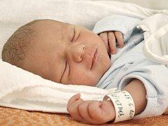 MÁRIO KŘIVÁNEK. Narodil se 25. června Žanetě a Marianovi z Mladějova na Moravě. Měřil 47 centimetrů a vážil 2,45 kilogramu. Má sestry Ivanu, Nikolu a Kateřinu.