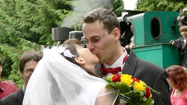 Pozoruhodná svatba, Jiří s Klárou se vzali na Vekslu.