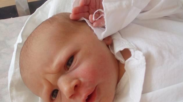KATEŘINA VÁCLAVÍKOVÁ. Dcera manželů Jitky a Michala Václavíkových měřila po narození 14. dubna v 8.31 hodin 49 centimetrů a vážila 2,85 kilogramu.  Na  sestřičku se doma ve Svitavách těšil šestiletý bratr Matěj.