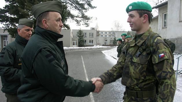 Voják Adam Jahn zachránil život.
