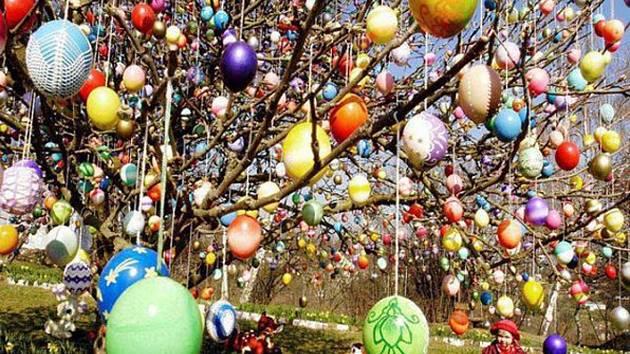 Moravská Třebová ozdobí svůj velikonoční strom.