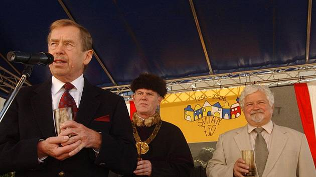 Václav Havel v roce 2006 navštívil Svitavy u příležitosti oslav 750 let města. Doprovázel ho tehdy senátor Petr Pithart.