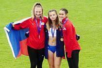 Na stupních vítězů a v národních barvách. Na mezistátním utkání atletů do 16 let byla Eliška Červená druhá na překážkách.
